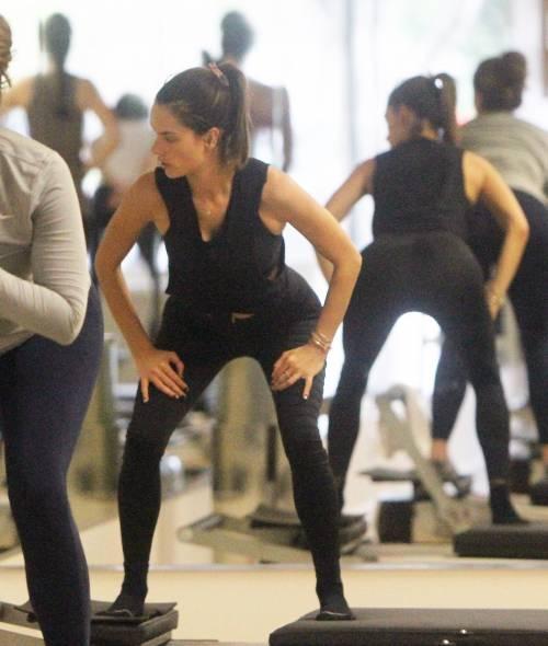 Alessandra Ambrosio a lezione di yoga