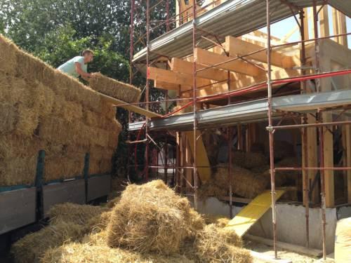 Le case del futuro classe a in paglia e legno for Case italiane
