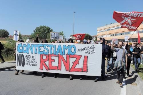 Antagonisti contro la polizia a Pisa 2
