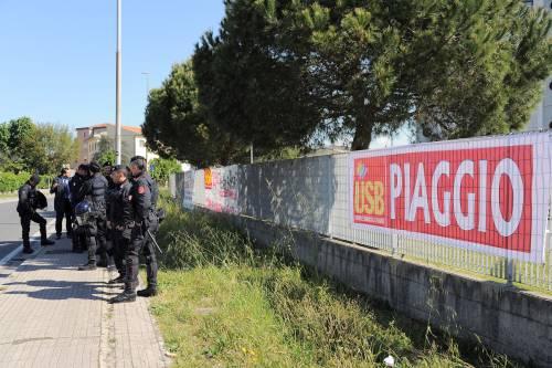 Antagonisti contro la polizia a Pisa 4