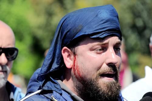 Antagonisti contro la polizia a Pisa 3