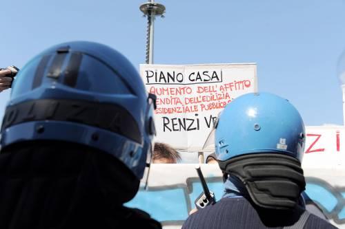 Antagonisti contro la polizia a Pisa 6