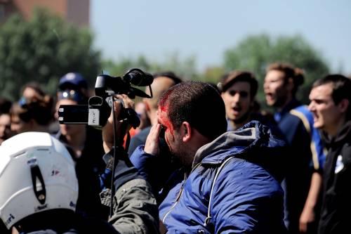 Antagonisti contro la polizia a Pisa 7