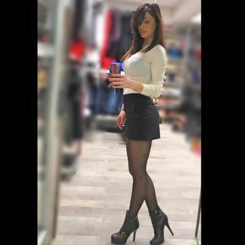 Anna Tatangelo, sexy sui social: foto 11