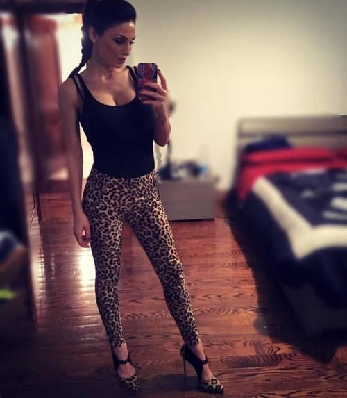 Anna Tatangelo, sexy sui social: foto 16