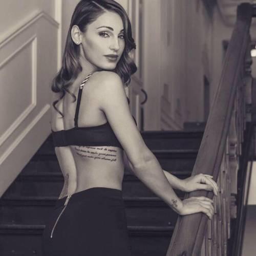 Anna Tatangelo, sexy sui social: foto 19