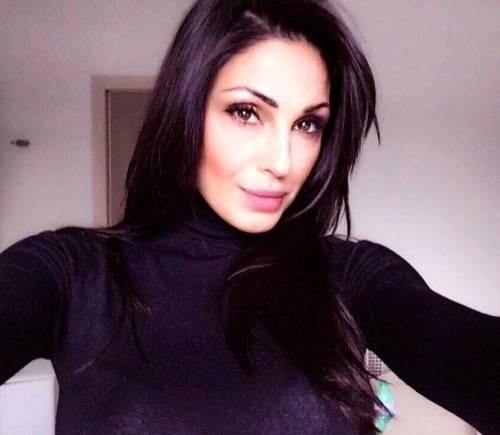 Anna Tatangelo, sexy sui social: foto 20