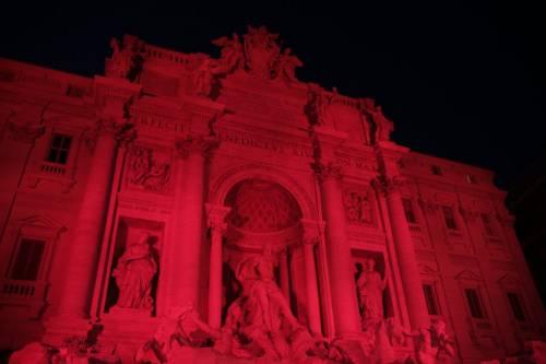 La Fontana di Trevi si tinge di rosso per i martiri cristiani 4
