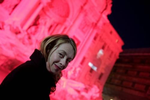 La Fontana di Trevi si tinge di rosso per i martiri cristiani 11