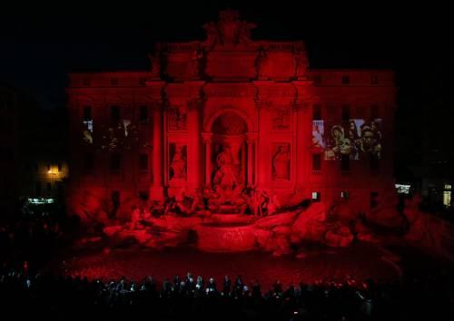 La Fontana di Trevi si tinge di rosso per i martiri cristiani 7