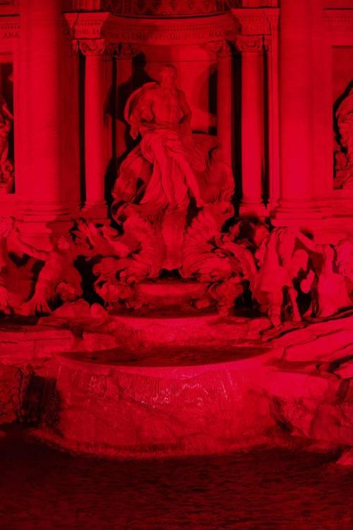 La Fontana di Trevi si tinge di rosso per i martiri cristiani 8