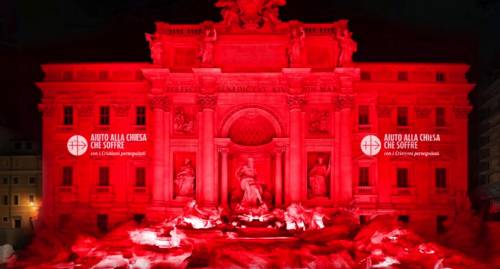 La Fontana di Trevi si tinge di rosso per i martiri cristiani 3