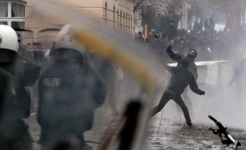 Centri sociali contestano Alternative fuer Deutschland: 400 arresti