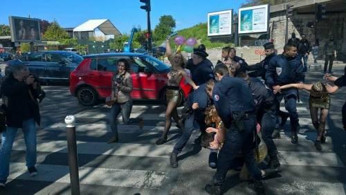 Le Femen contestano il Front National 2