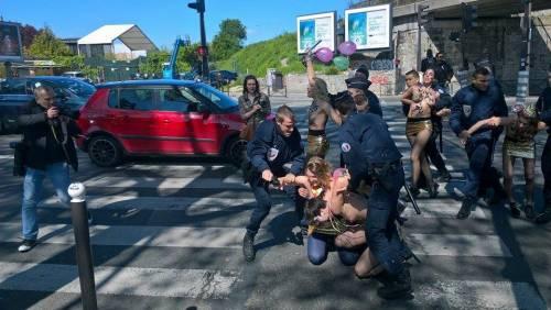 Le Femen contestano il Front National 3