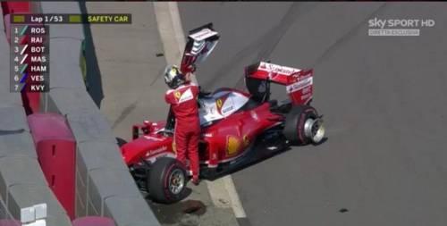 Vettel perde la testa dopo lo scontro: bestemmia via radio