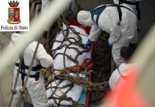 Ressa sul gommone in mare: 28 immigrati morti calpestati