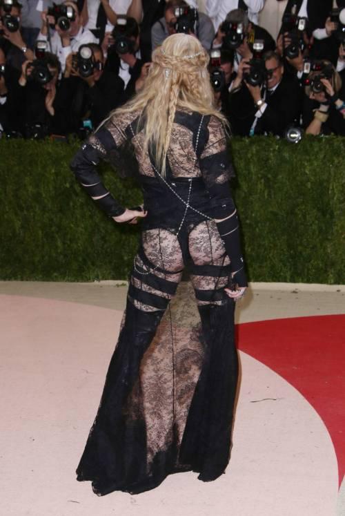 Madonna al Met Gala 2016 30