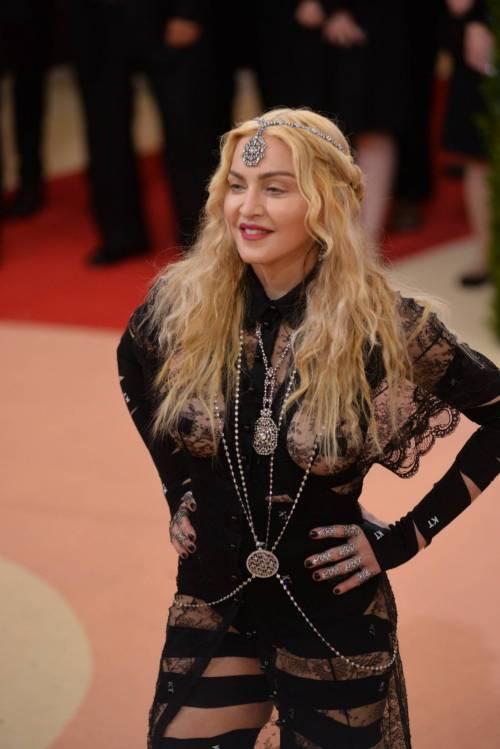 Madonna al Met Gala 2016 32