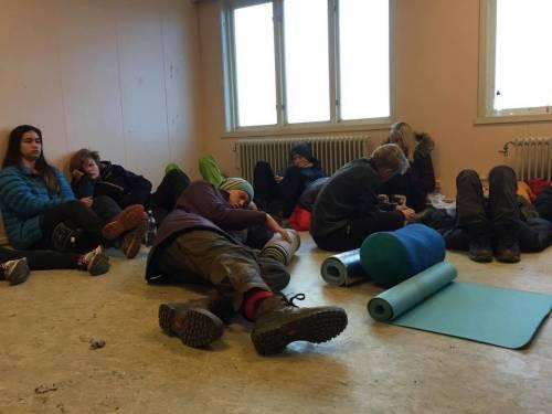 Nel campo dove si gioca a fingersi profughi 11
