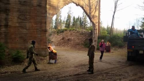 Nel campo dove si gioca a fingersi profughi 16