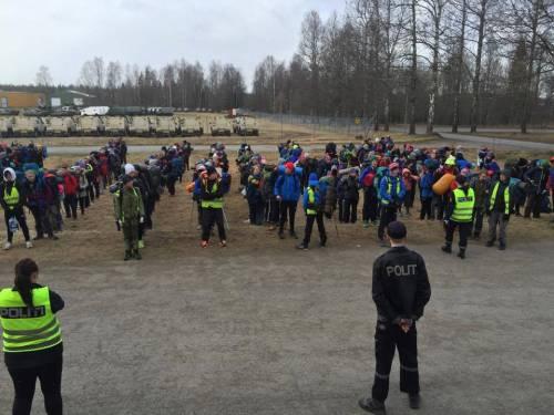 Nel campo dove si gioca a fingersi profughi 17