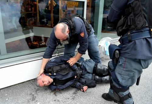 Scontri al Brennero tra black bloc e polizia 6