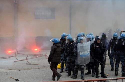 Scontri al Brennero tra black bloc e polizia 9