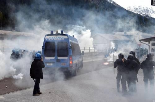 Scontri al Brennero tra black bloc e polizia 14