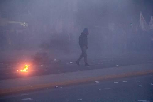 Grecia, scontri davanti al parlamento 3