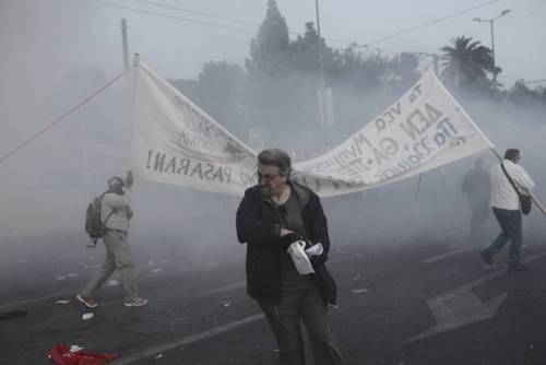 Grecia, scontri davanti al parlamento 7