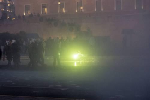 Grecia, scontri davanti al parlamento 11