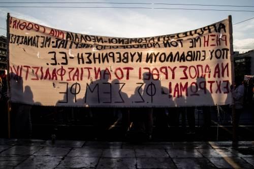 Grecia, scontri davanti al parlamento 10