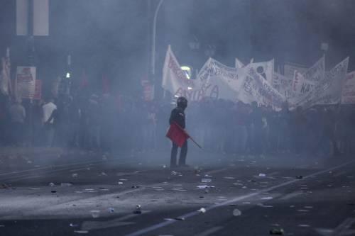 Grecia, scontri davanti al parlamento 15