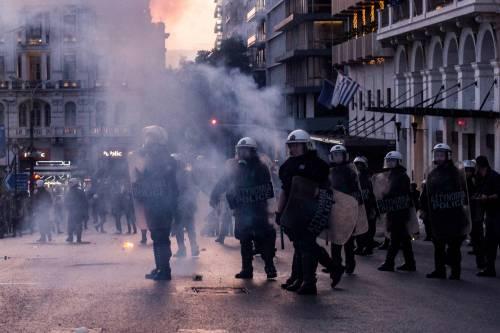 Grecia, scontri davanti al parlamento 17