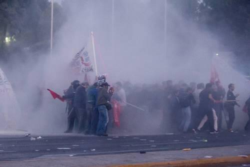 Grecia, scontri davanti al parlamento 18