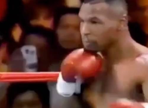 Tyson sul ring nel 1995 e spunta un cellulare