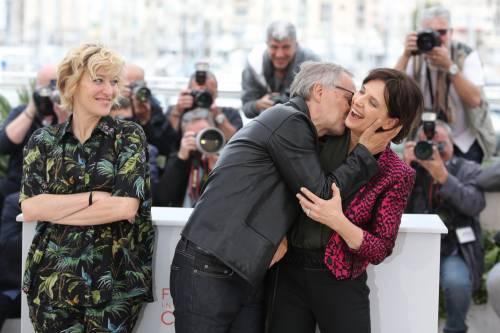 Bacio saffico al Festival di Cannes tra Valeria Bruni Tedesci e Juliette Binoche 4