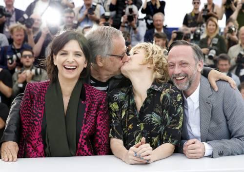 Bacio saffico al Festival di Cannes tra Valeria Bruni Tedesci e Juliette Binoche 5