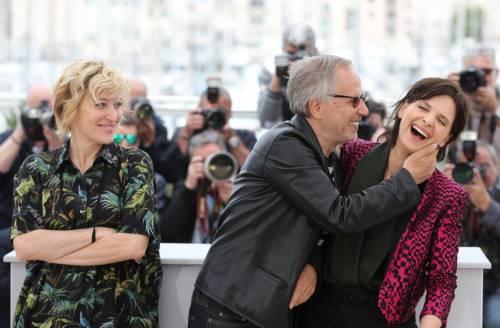Bacio saffico al Festival di Cannes tra Valeria Bruni Tedesci e Juliette Binoche 7