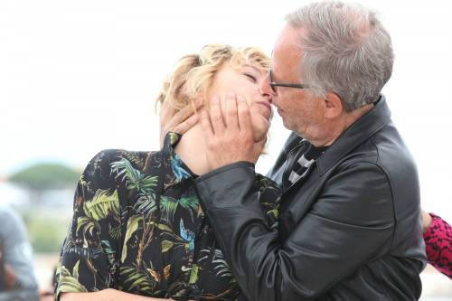 Bacio saffico al Festival di Cannes tra Valeria Bruni Tedesci e Juliette Binoche 8
