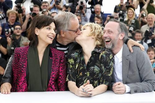 Bacio saffico al Festival di Cannes tra Valeria Bruni Tedesci e Juliette Binoche 10