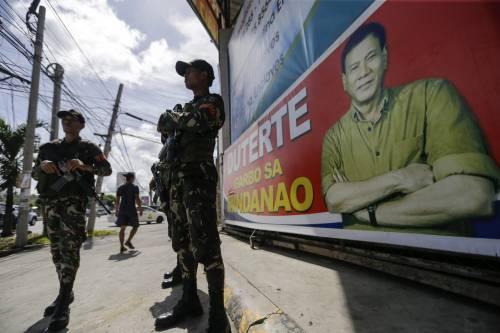 """Filippine, il presidente Duterte: """"Licenza di uccidere alla polizia  sparando a vista ai sospetti"""""""