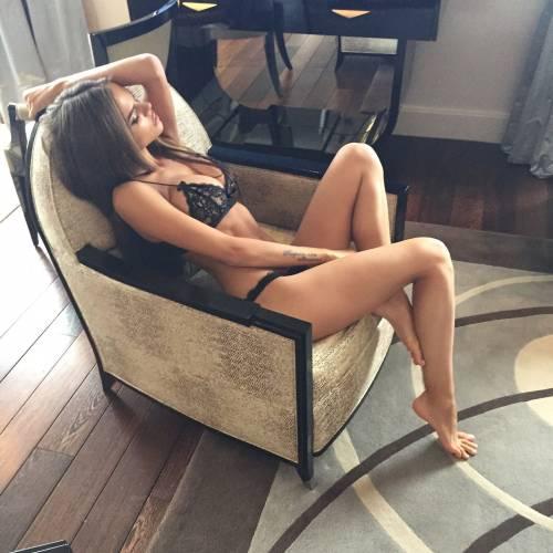 Viki Odintcova, la sexy fiamma di Alonso 5