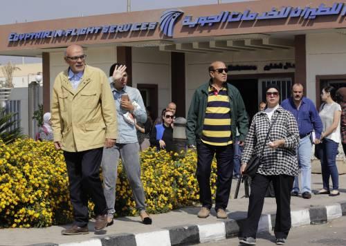 Egyptair, la disperazione dei parenti delle vittime 9