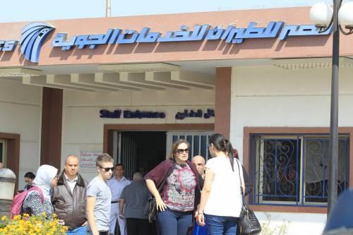 Egyptair, la disperazione dei parenti delle vittime 12