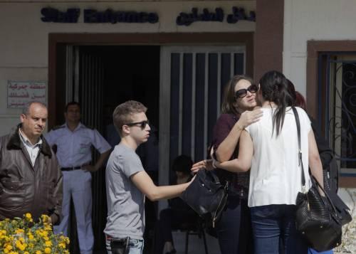 Egyptair, la disperazione dei parenti delle vittime 22
