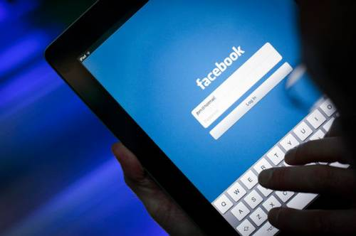 Facebook cambia tutto sui commenti: ecco le emoticon con le vostre immagini