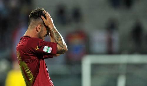 Livorno retrocede in Lega Pro. Tifoso aggredisce il portiere