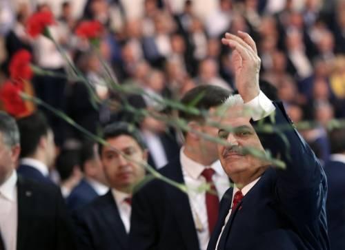Turchia, Akp di Erdogan compatto: riforma e Yildirim nuovo leader